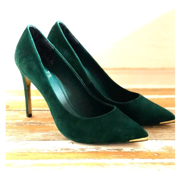 2a9120b09dec2c Ted Baker forest green suede pumps. M 5bf31c2e951996f8cf50a41f